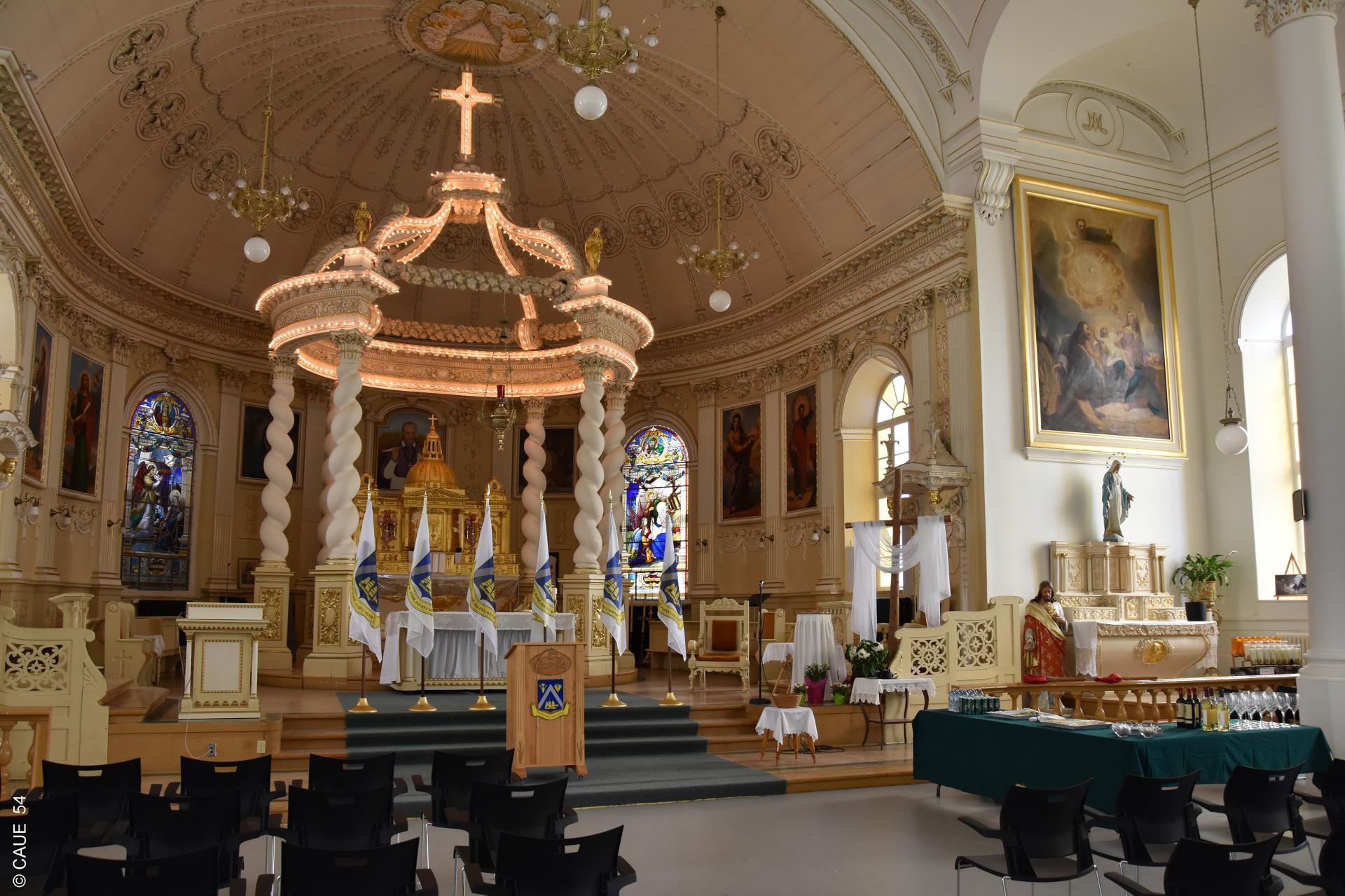 Eglise bibliothèque Félicité d'Anger à Neuville
