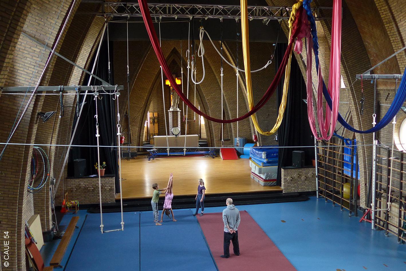 """Ecole de cirque """"Cirkus in Beweging"""" - Louvain - Belgique"""